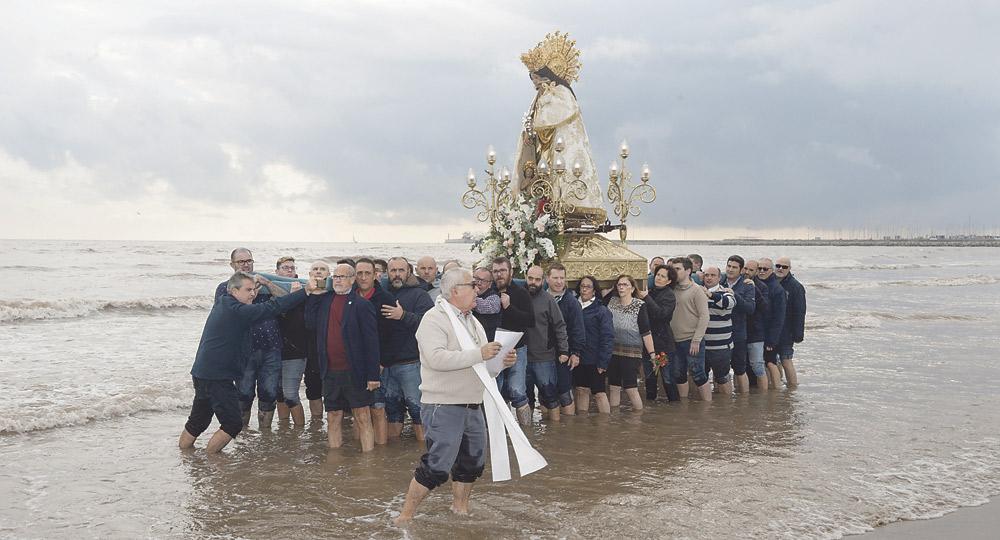 Oraciones, poemas y gestos entrañables de los niños en la visita de la Mare de Déu al Cabanyal La visita de la 'Peregrina' cierra los actos del 75 aniversario del Cristo del Salvador
