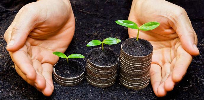 ECONOMIA  SOLIDARIA. ¿Qué es y para qué sirve? Una forma diferente de entender la economía, que pone en el centro a las personas y cuida el medio ambiente, se está abriendo paso en el mundo moderno. Las nuevas generaciones ya no se conforman con el mundo tal y como lo conocemos. Ahora lo que se lleva es la economía solidaria. Te proponemos algunas medidas para aportar tu granito de arena a la transformación social.