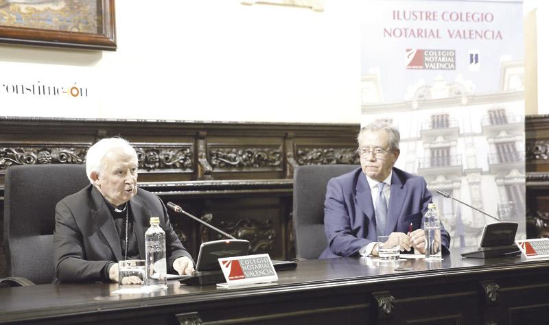 """""""La Constitución es un texto de concordia, de todos y para todos, que superó la división"""" El Arzobispo le rinde su """"homenaje personal"""" ante el Colegio de Notarios de Valencia"""