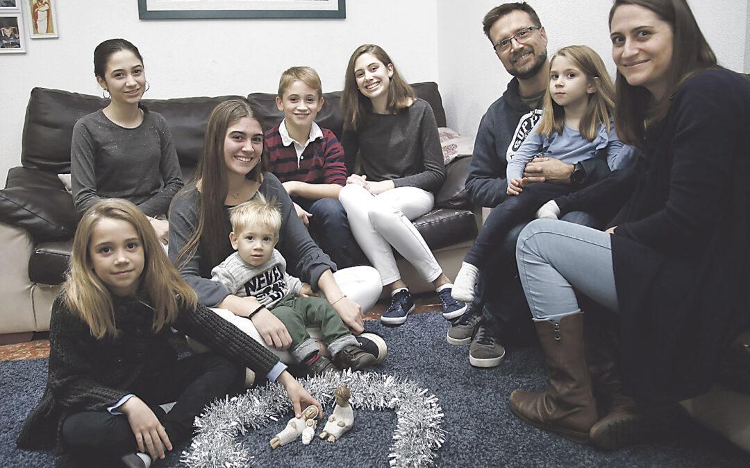Villancicos en casa a nueve voces Así prepara el nacimiento de Jesús una familia numerosa valenciana