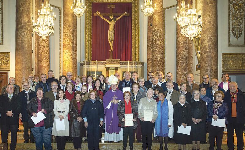 Reciben sus diplomas 90 alumnos del Instituto Diocesano de Ciencias Religiosas El acto tuvo lugar en la iglesia de El Salvador.