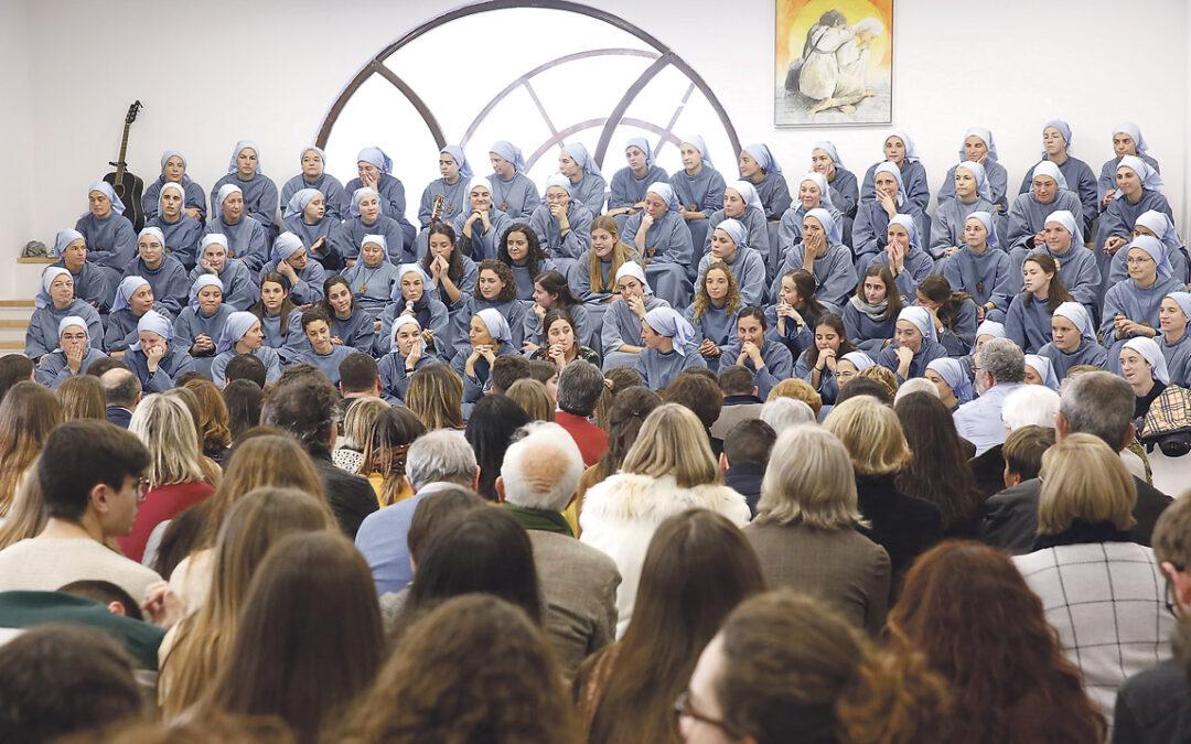 Iesu Communio abre ya su casa en Godella a grupos para compartir experiencias En el locutorio caben hasta 150 personas y las 80 religiosas; una valenciana de 19 años, última incorporación