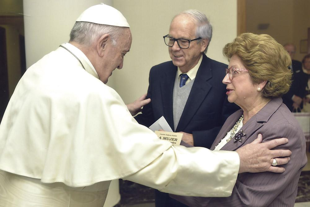 Un noviazgo a través de  mil cartas José Fernando Hernández y Conchita Guijarro lo recuerdan en sus bodas de oro