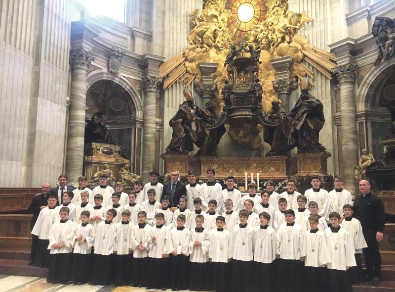El 'coro de ángeles' que maravilló al Vaticano PARAULAsigue a la Escolanía de la Virgen de los Desamparados en su peregrinación a Roma en su 60  aniversario, donde fascinó en la Basílica de San Pedro, en un recorrido lleno de simpáticas anécdotas