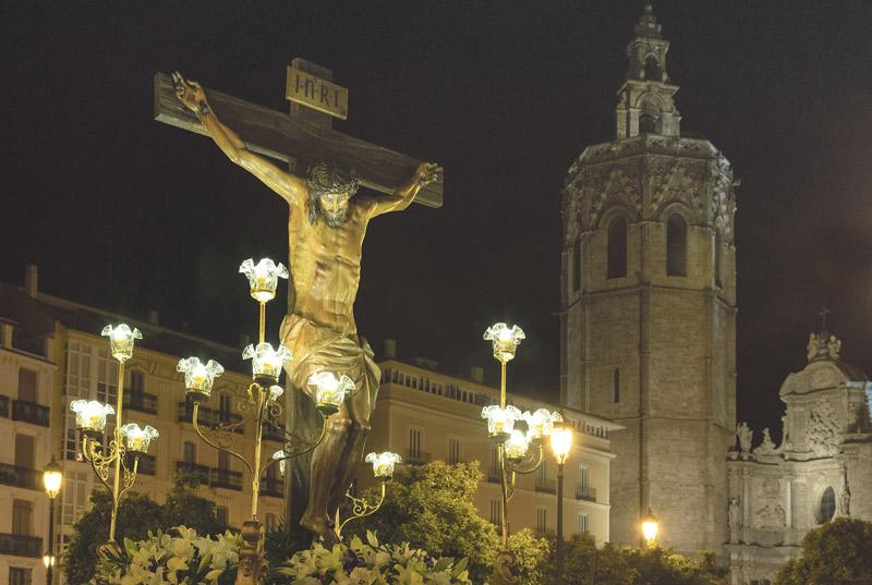Este viernes, vía crucis en la Catedral  En esta ocasión no recorrerá las calles del centro de la ciudad, sino que se desarrollará en el interior de la Catedral, presidido por el Arzobispo.
