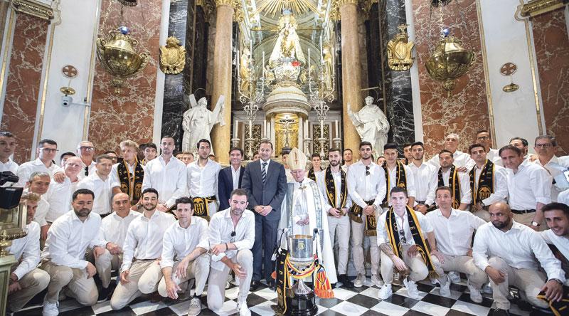 """La Copa del Rey, a los pies de la Patrona El Cardenal, al Valencia C.F. en la Basílica a rebosar:""""Os felicito de corazón también por vuestra humildad"""""""