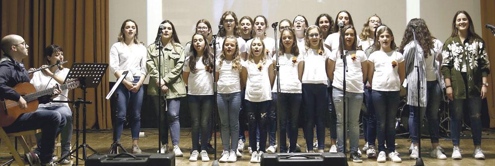 Cuatro décadas después, la fe cantada de niños y jóvenes sigue brillando en el Seminario Coros y grupos musicales de Gata de Gorgos,Albaida y Alboraya se alzan con los primeros premios