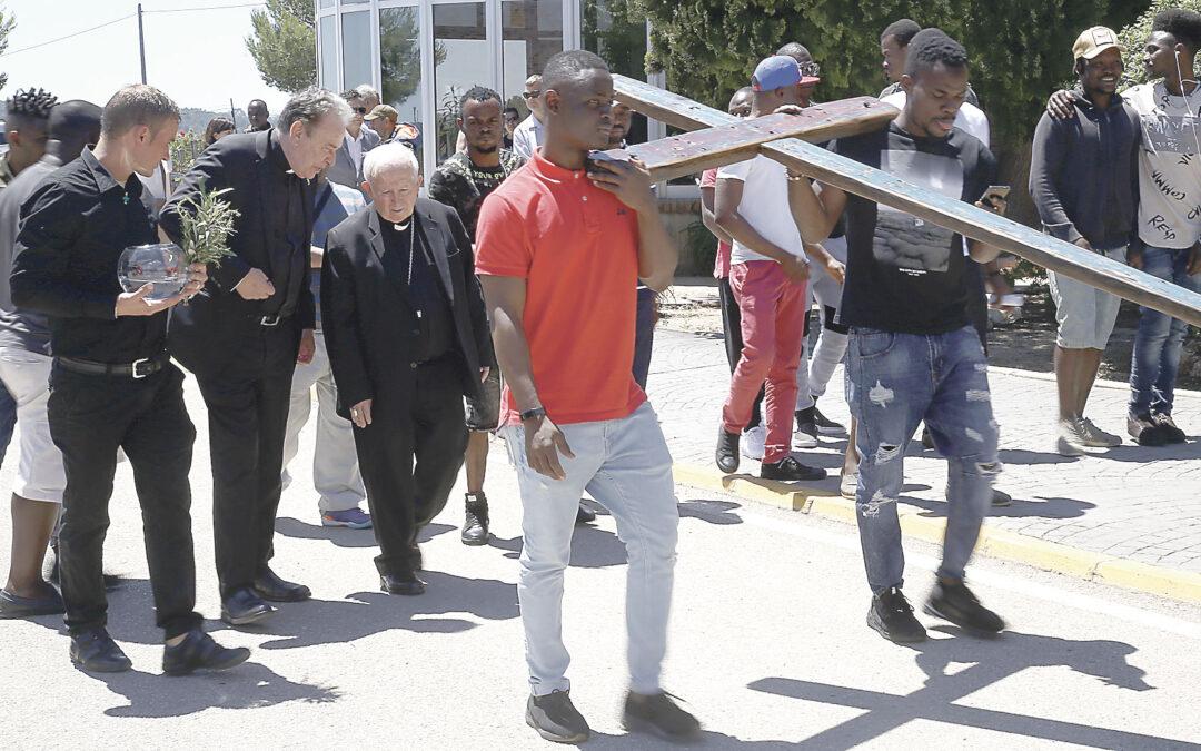 La Cruz de Lampedusa llega  a los acogidos en el CIDES Coincidiendo con la celebración del quinto aniversario de la entidad
