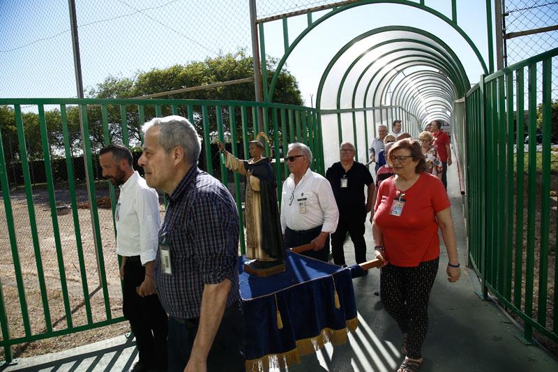 San Vicente lleva la esperanza a prisión La Asociación San Vicente Ferrer-Altar Playa visita a los internos en la cárcel de Picassent y lleva la imagen de san Vicente Ferrer en procesión