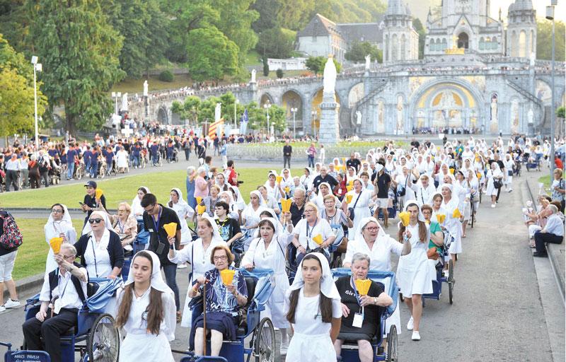 El milagro que no cesa en Lourdes:  la sonrisa en enfermos y voluntarios Cariño, alegría, paciencia, confianza en Dios... mil valencianos lo viven en la peregrinación diocesana