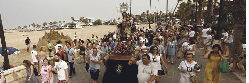 Llega la 'Estrella de los Mares' La archidiócesis de Valencia, bañada por el mar Mediterráneo, es  eminentemente marinera. A lo largo del litoral, son multitud las parroquias y ermitas que se levantan a escasos metros del mar. Allí se recoge la devoción de las gentes del mar, que tiene su punto álgido en torno al 16 de julio, día de la fiesta de Nuestra Señora del Carmen, su 'stella maris' y su patrona