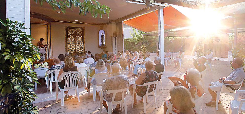 Las parroquias de zonas turísticas valencianas cuentan en verano con sacerdotes de refuerzo  Abren 'capillas de verano' junto a la playas