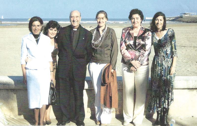 """Así son los curas de 'la undécima hora': nunca es tarde para responder """"SÍ"""" al Señor Son cuatro sacerdotes en Valencia, viudos con hijos y nietos; otros son solteros mayores. Nos cuentan su """"sí"""" al Señor en edad madura"""