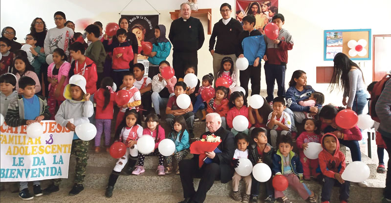 El cardenal Cañizares visita a los misioneros valencianos en Chile, Perú y Ecuador Se adentra en lancha por la Amazonía peruana para llegar a los vicariatos apostólicos asumidos por Valencia