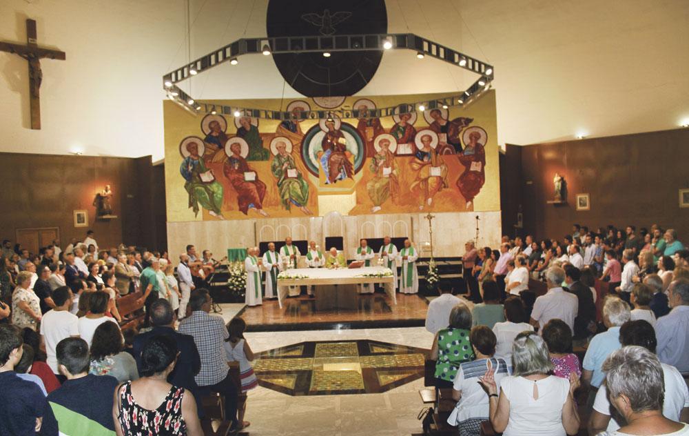 La parroquia San Jerónimo celebra 50 años en Orriols Con una misa presidida por el cardenal Antonio Cañizares