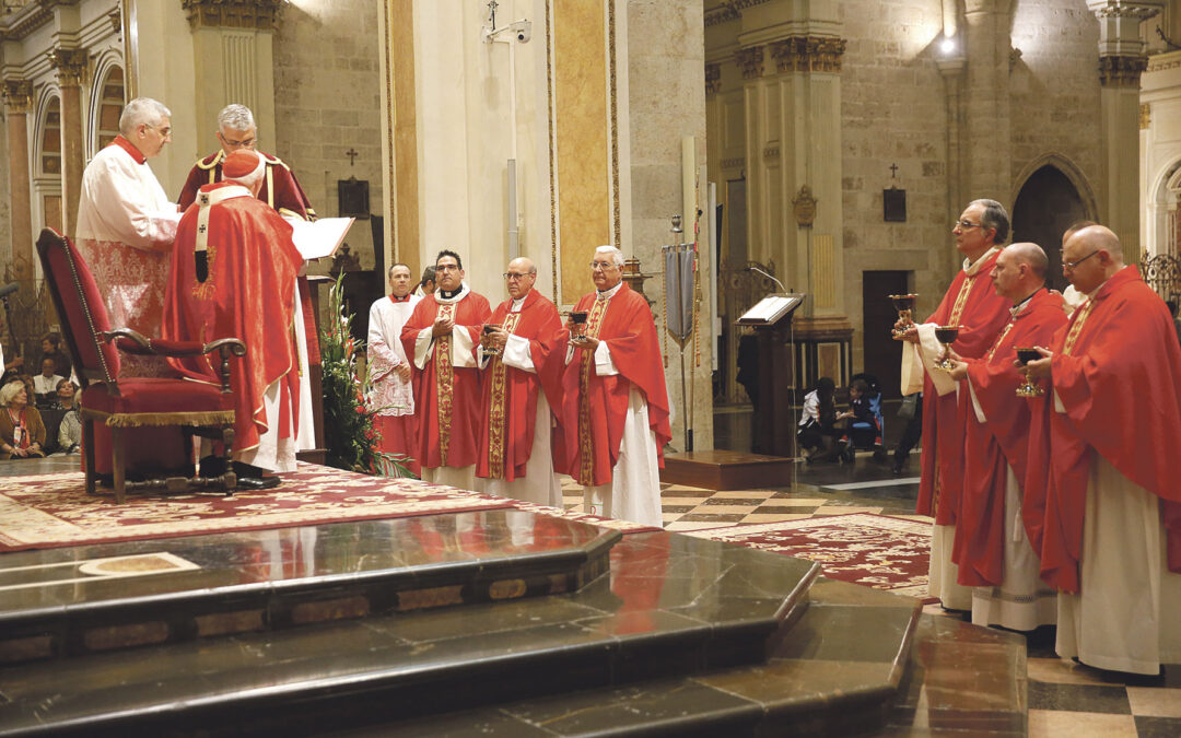 """""""Necesitamos vivir lo que el Santo Cáliz significa para que haya paz"""" El Cardenal preside la misa de la fiesta anual de la reliquia en la Seo"""