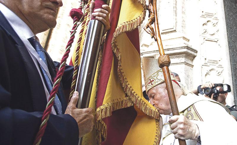 """Cardenal Cañizares: """"¿Volveremos a ver algún día que todos juntos entremos en la Catedral?"""" En la misa previa al 'Te Deum' que presidió en la Seo, llama a la """"recuperar la celebración sin separaciones"""""""