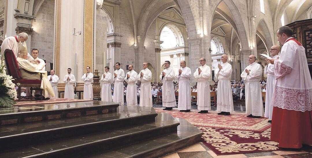 """""""Servid para que la Iglesia llegue a todos y sea servidora de los pobres y para los pobres"""" El Cardenal pide a los 14 nuevos diáconos un servicio """"radical, gozoso y fiel, en obediencia plena a Dios"""""""