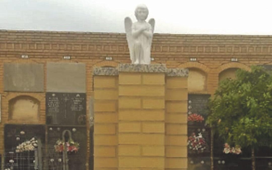 Primer panteón para niños no nacidos Bendecido en el cementerio de Torrent bajo un pequeño ángel