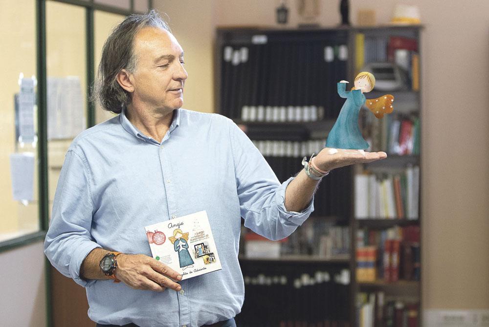 'Angie', el ángel virtual que ayudará cada día de Adviento a los niños a hacer una obra buena El valenciano Sento Miquel idea un pequeño libro y una aplicación móvil para familias