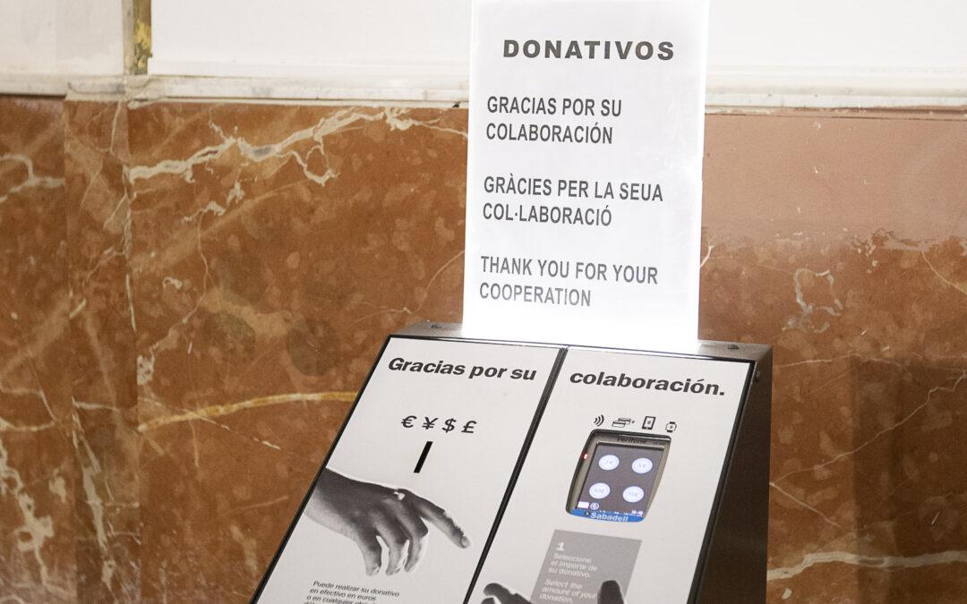 Atriles y lampadarios solidarios o huchas digitales, últimos adelantos para donativos en parroquias