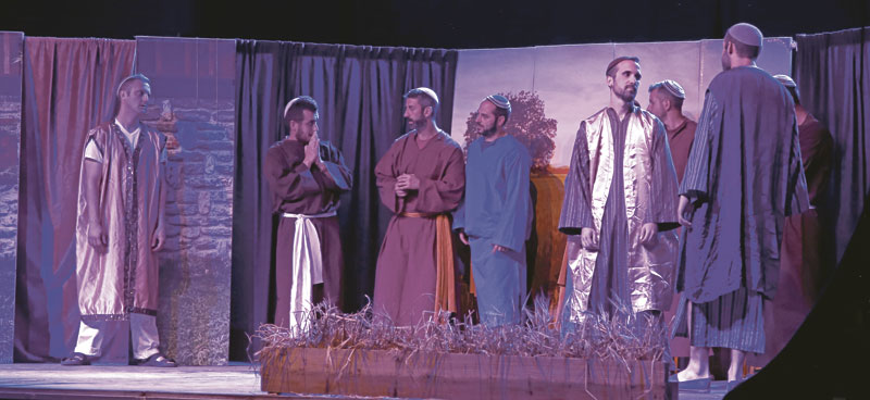 La Comunidad del Cenáculo da su testimonio A través de un recital sobre el 'Hijo Pródigo' con música, bailes y cantos