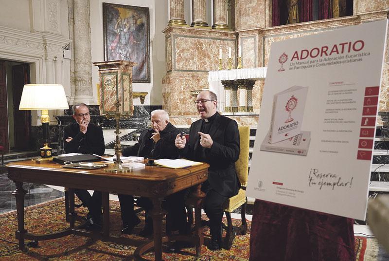 """Presentación de Adoratio: """"No habrá nueva evangelización si no se promueve la adoración eucarística"""""""