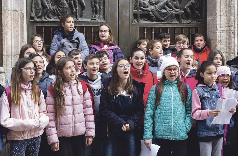 1.500 'ángeles' anuncian en Valencia al Niño Jesús