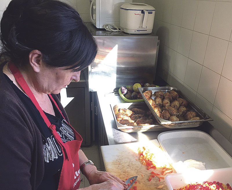 Navidad también para las personas sin hogar en el 'Centre de Nit' de Cáritas y  en CIDES