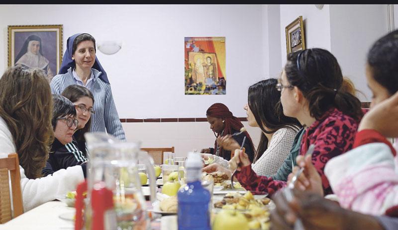 Las Esclavas de María Inmaculada reavivan la esperanza para  inmigrantes y  paradas en Valencia acogiéndolas y formándolas