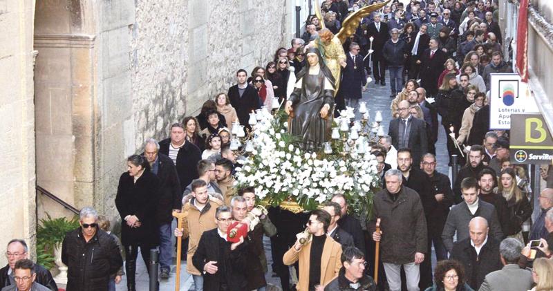 La devoción popular por la Beata Inés vence al  temporal y llena Benigànim de fieles