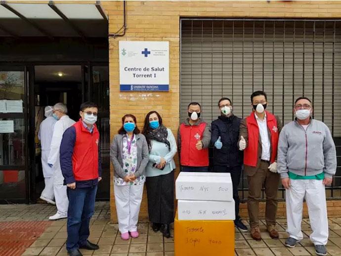 Chinos católicos en Valencia: pierden su trabajo pero donan 40.000 mascarillas y 600 EPIs Apenas son un grupo de unas 400 personas, pero con donativos y colectas, han demostrado una generosidad  admirable