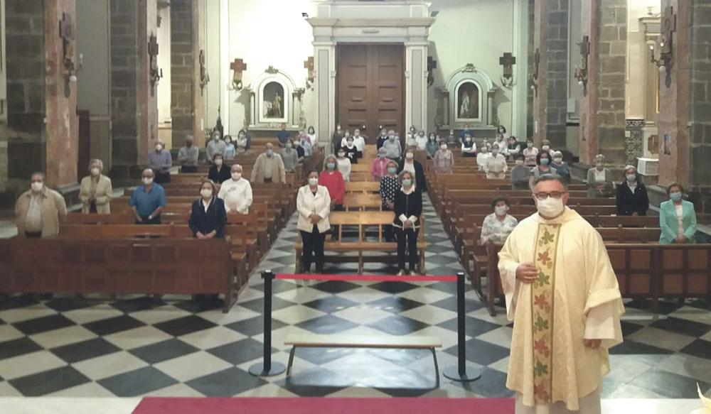Emoción y responsabilidad en la vuelta a las parroquias en la 'desescalada' Todos los municipios de la diócesis de Valencia entran en la fase 1 y retoman el culto con restricciones