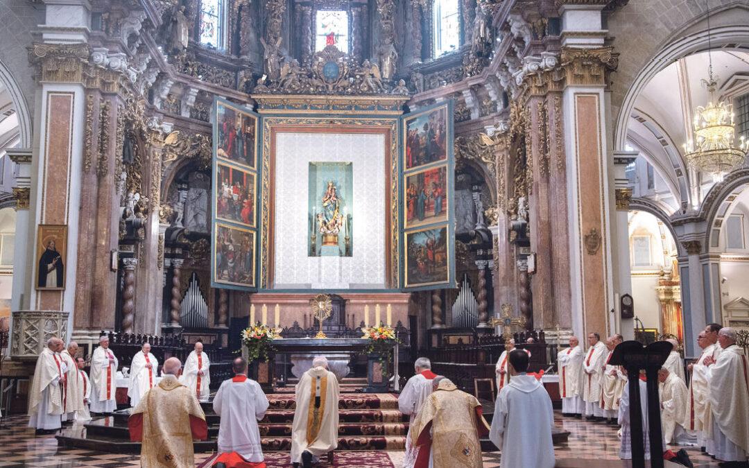"""""""Dios está aquí, no podemos vivir sin la Eucaristía"""" El arzobispo de Valencia Antonio Cañizares preside la solemnidad del Corpus Christi y pide """"recuperar a Dios en la vuelta a la normalidad"""""""