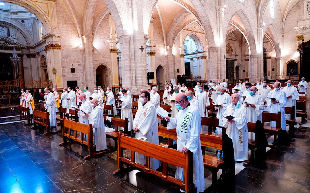 """""""Nuestra vida sacerdotal consiste en ayudar a todos a volver a Dios"""" El Cardenal preside la fiesta de Jesucristo Sumo y Eterno Sacerdote en la Catedral"""