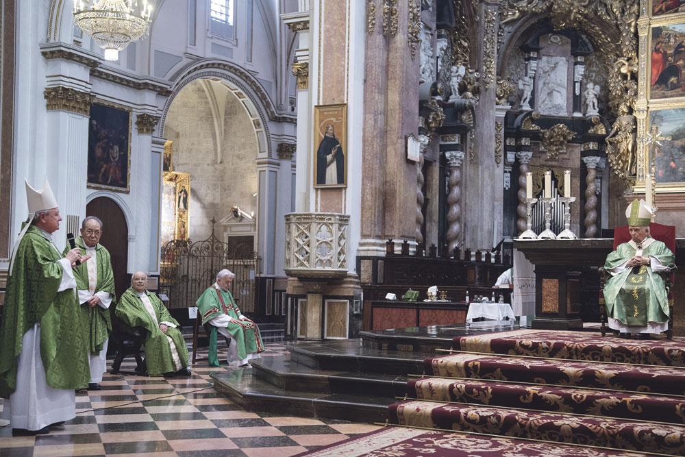 """""""No tengáis miedo a dar testimonio de Dios porque es la hora de la fe"""" El Arzobispo en la misa de acción de gracias sus bodas de oro sacerdotales"""