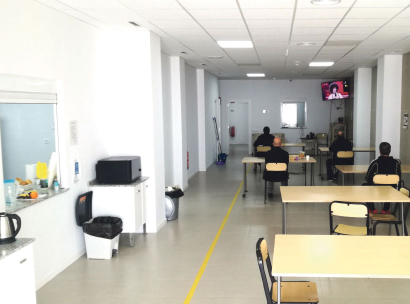 ABIERTO POR CORONAVIRUS El Centro San Esteban, de Cáritas Diocesana de Valencia, ha mantenido sus puertas abiertas durante el confinamiento por la covid-19
