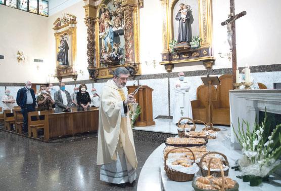 Conventos franciscanos y capuchinos celebran  a san Antonio de Padua Con reparto de panes bendecidos embolsados