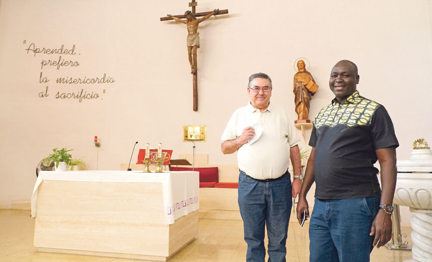"""Los africanos de la diócesis de Valencia  cuentan ya con una """"parroquia personal"""" Ntra. Sra. de África, erigida en la parroquia S. Mateo Apóstol del barrio de En Corts"""
