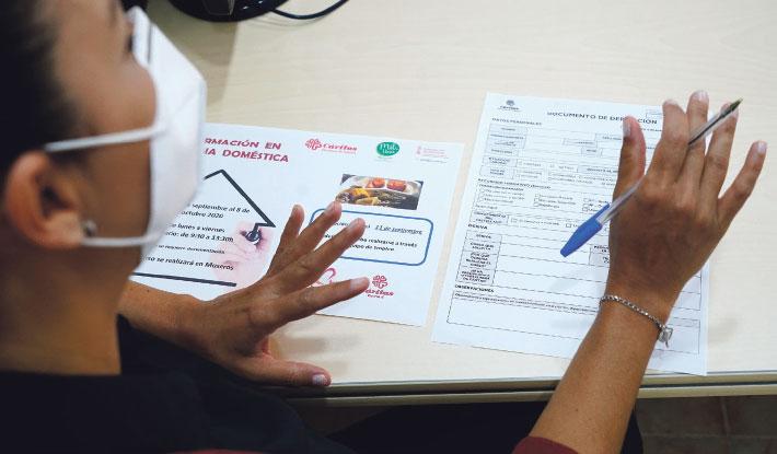 Más de 800 personas accedieron a un puesto de trabajo en 2020 gracias a Cáritas Valencia El Programa de Empleo acompañó a 1.426 personas en la búsqueda de oficio