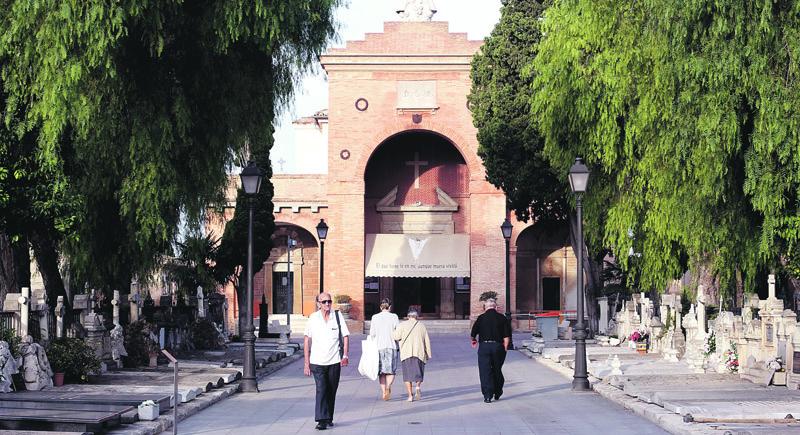 Los funerales por los fallecidos durante el confinamiento continuarán en agosto También en los hospitales al 100 por 100