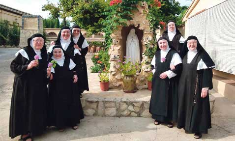 """""""Médicos y enfermeras nos piden por mail que recemos por ellos y ya lo están notando"""" En Benigànim, confinada por la pandemia, las monjas de su monasterio no paran"""