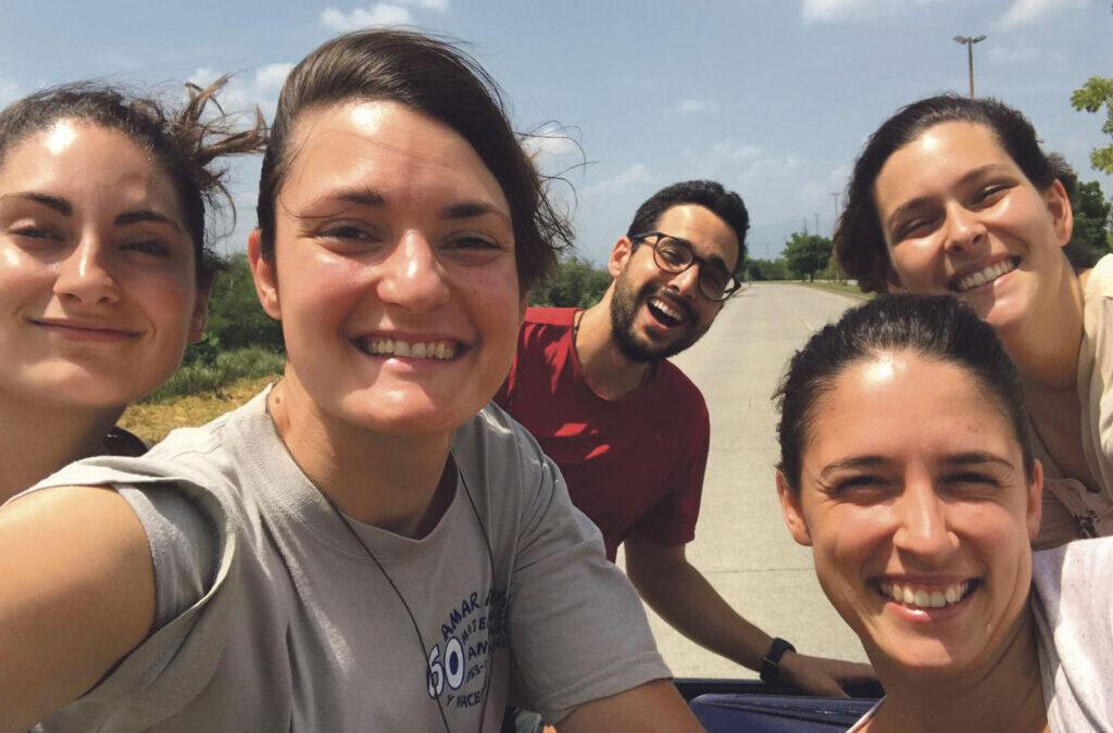 LUMA: La unión suma Tras varios voluntariados en Honduras, dos jóvenes valencianas decidieron hacer realidad su sueño: LUMA,  una asociación sin ánimo de lucro para ayudar a los más desfavorecidos del país centroamericano
