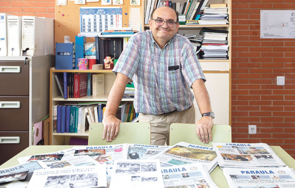 De la redacción de PARAULA a las aulas Un profesor de religión de instituto utiliza el periódico diocesano  en sus clases