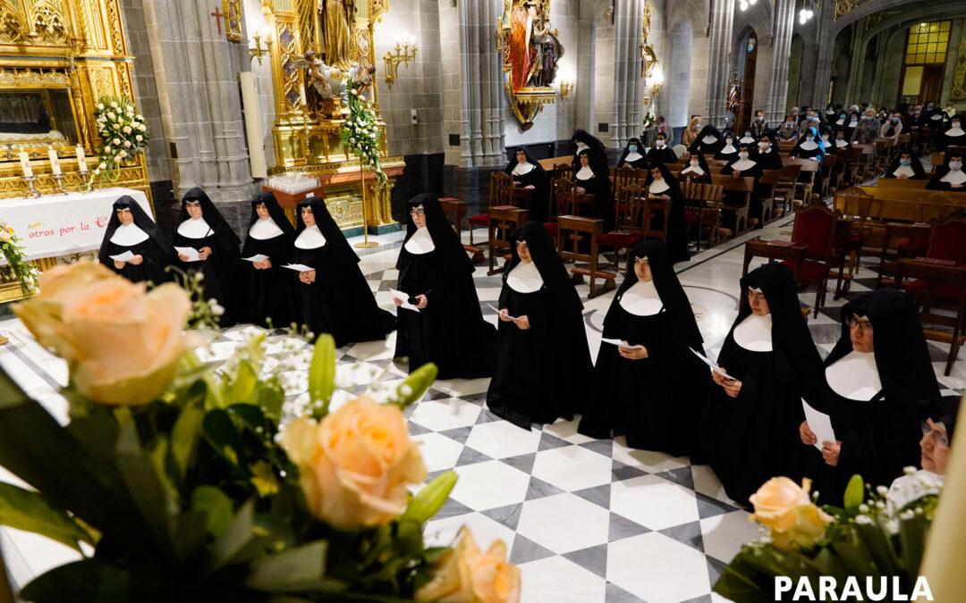 Diez jóvenes profesan votos perpetuos como Hermanitas de los Ancianos Desamparados En la Casa General de Valencia, en una eucaristía oficiada por Mons. Javier Salinas