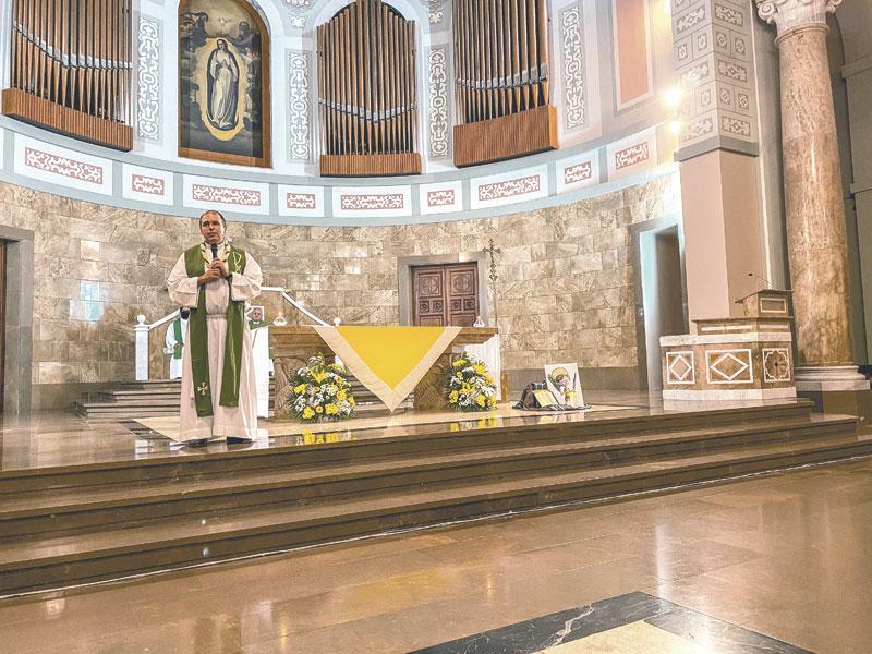 Virgilio González se despide como consiliario de Juniors M.D. Con una eucaristía de acción de gracias en la iglesia del  Seminario de Moncada y la vigilia de jóvenes en la Basílica