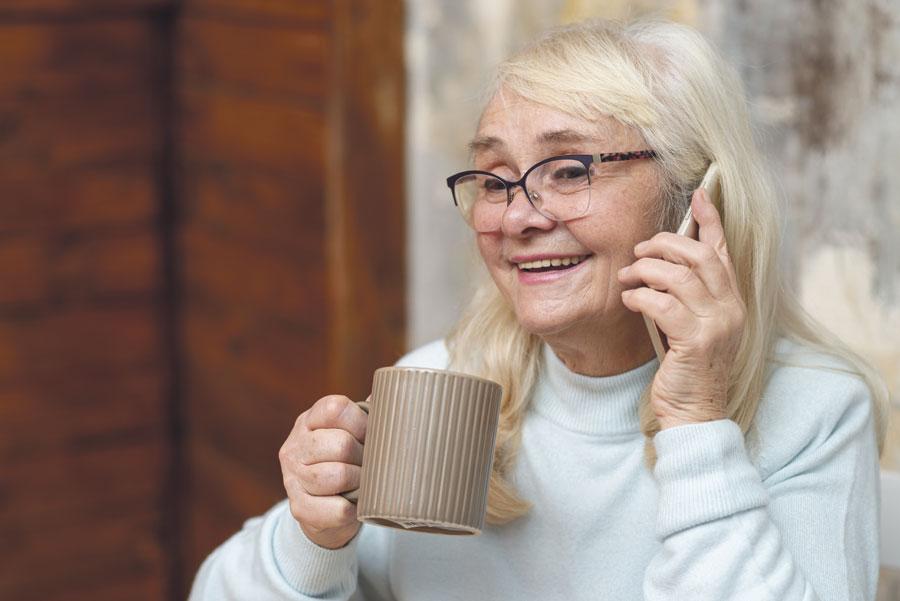 Escuchando a los mayores El Teléfono de la Esperanza inicia en Valencia un nuevo servicio de escucha a las personas mayores para acompañarles en situación de soledad