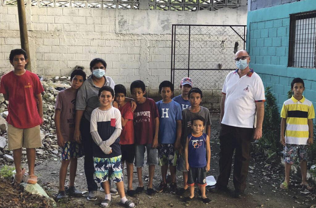 Un párroco de Valencia, atrapado por el huracán Eta en Honduras Reinaldo Bejarano, que colabora con los damnificados, pide ayuda para ellos