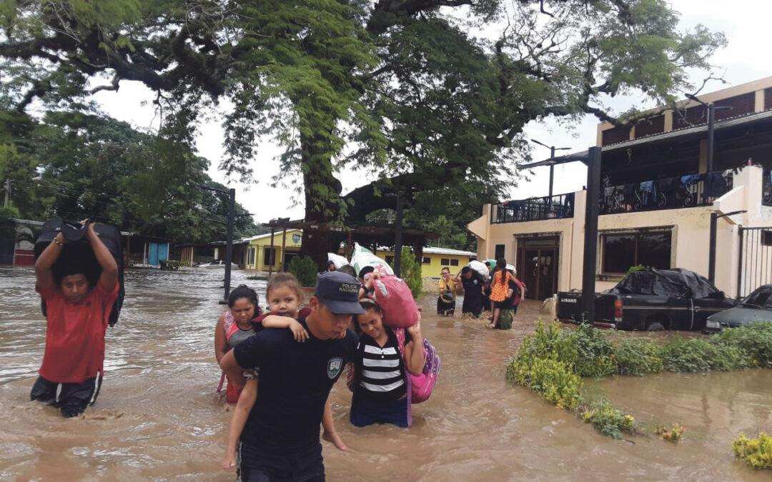 No huyen para ayudar  La Asociación LUMA lanza una petición de auxilio  para los damnificados por el huracán Eta en Honduras