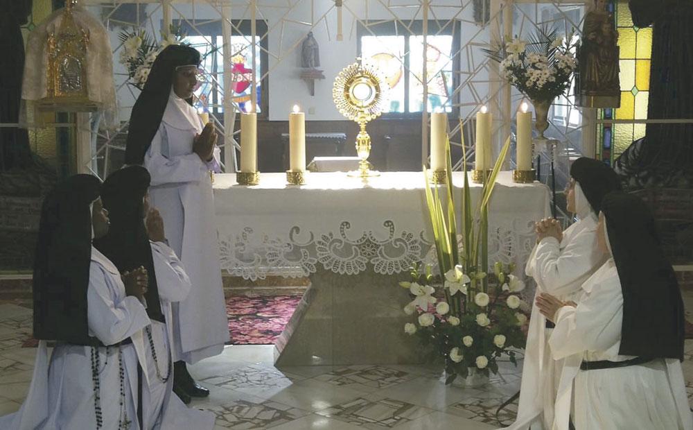 Requena abre una capilla de adoración eucarística permanente En el convento de las Agustinas con más de 70 adoradores